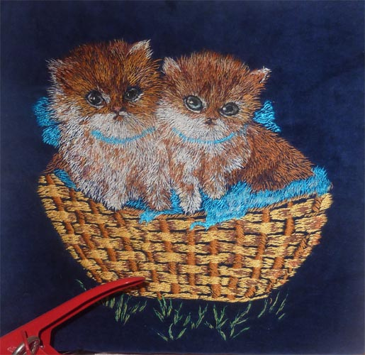 Вышитая картина гладью Два котенка